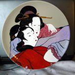 Ръчно рисувана керамична чиния, Прегръдка