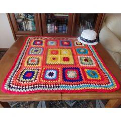 Спомен за баба, плетена покривка на една кука