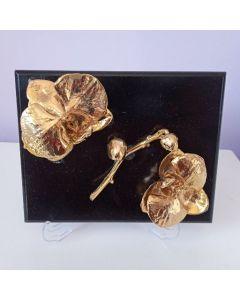 Пано с позлатени цветове на естествена орхидея