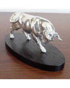 Малка пластика, сребърен бик