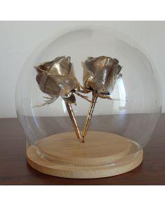 Две позлатени рози в стъклен купол, Приятелки