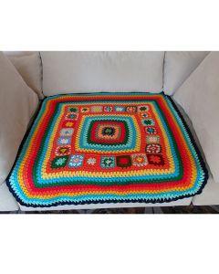 Многоцветна, ръчно плетена покривка Надежда