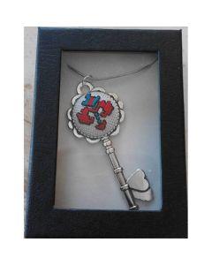 "Бродиран медальон ""Ключ към сърцето"""