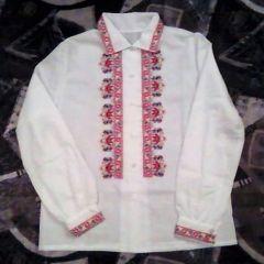 Дамска блуза с бродирана  шевица