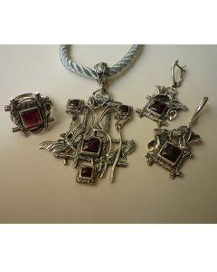 Авторски комплект бижута от сребро и гранат