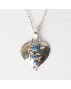 Сребърно колие във формата на сърце с естествен тюркоаз