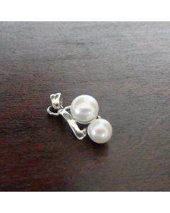 Сребърна  висулка с две естествени перли