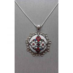 Бродиран медальон с шевица от Самоковския регион