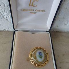 Брошка, костен порцелан, Синьо цвете, Limoges Castel