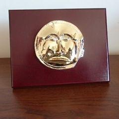Луксозен сувенир с реплика на Маската от Далакова могила