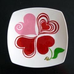 Любовна детелина, ръчно рисувана керамична чиния