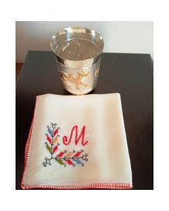 Кърпичка от естествена коприна с бродирана буква М