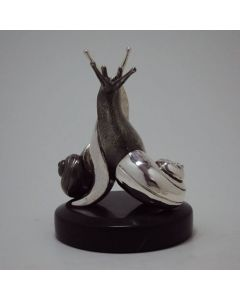 Целувката, сребърна скулптура на охлюви