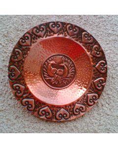 Декоративна чиния от кована мед, Любов