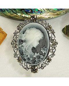Камея, брошка от керамика и цирконий