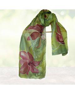 """Ръчно рисуван шал  """"Стилизирани цикламени цветя на фон резеда"""""""