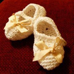 Плетени терлички за новородена госпожица