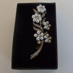Брошка цветя от перли и циркон