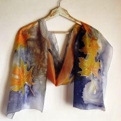 """Ръчно рисуван шал """"Есенни листа на ройал син фон"""""""