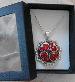 Бродиран медальон - Цвете