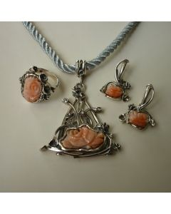 Уникален комплект бижута, сребро и рози от естествен корал