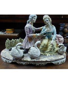 Любов, оригинална порцеланова скулптура, антика Капо ди Монте