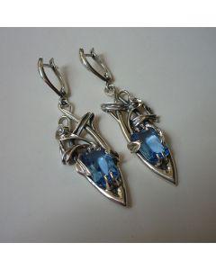 Оригинални сребърни обеци със син корунд