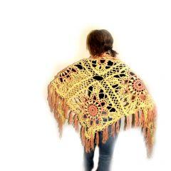 Ръчно плетен триъгълен шал