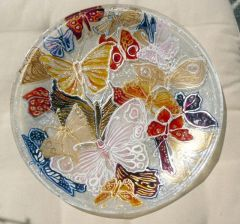 Рисувана стъклена чиния, Пеперудена магия