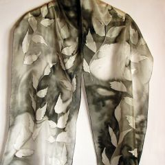 """Ръчно рисуван шал """"Клонки в черно -бяло"""""""